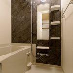 浴室(102)